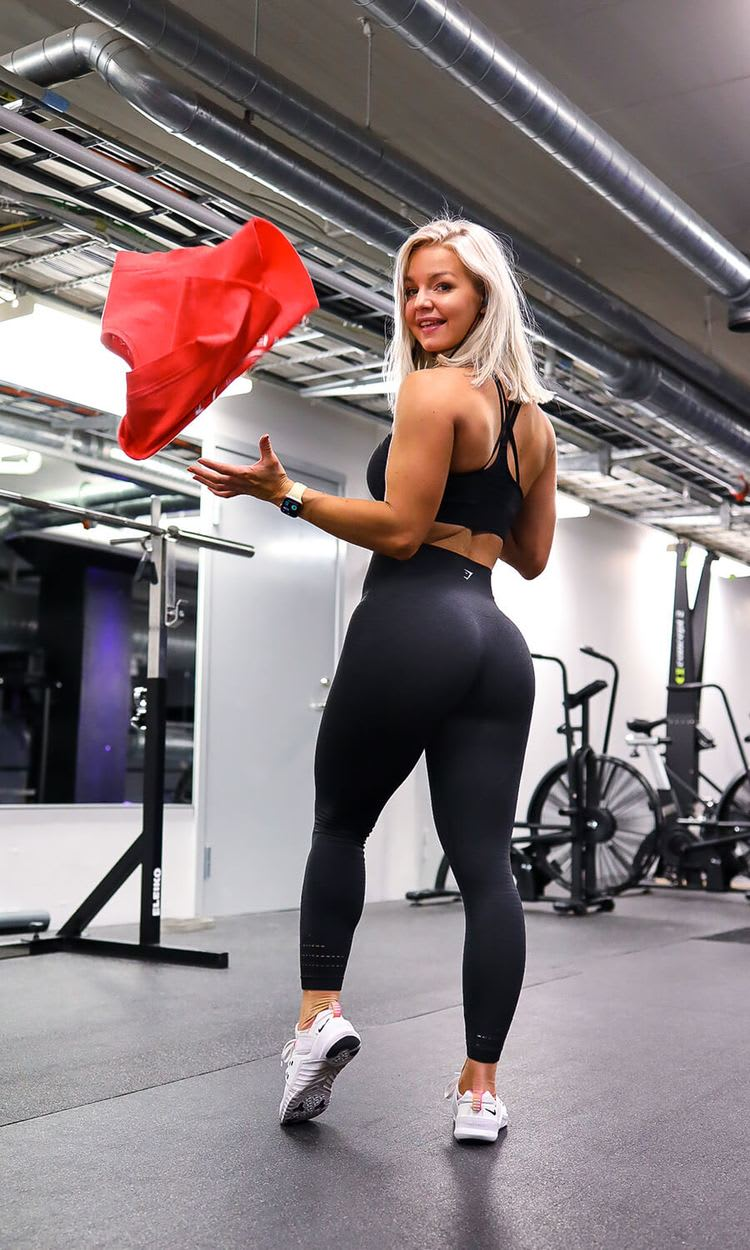 Gymshark Athlete Denice Moberg wearing Original Seamless in a light gym.